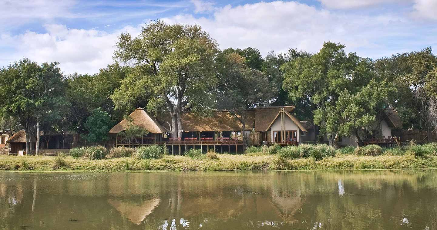 Enjoy a Kruger safari in Simbavati River Lodge in Timbavati Game Reserve